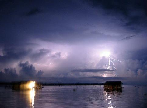 La parte del suroeste del lago Maracaibo, en Venezuela, tiene la mayor frecuencia de actividad de relámpagos del mundo. © wikipedia