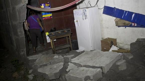Ele foi abalada por um terremoto de magnitude 6,1 ° na escala de Richter.  Foto;  AP.