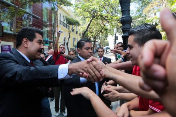 El Presidente Nicolás Maduro llega a la cancillería para establecer, con apoyo de la UNASUR, el diálogo de la oposición. Foto Prensa Miraflores.