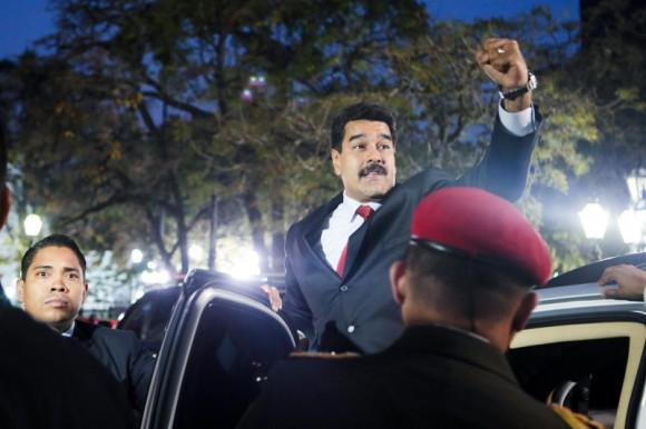 El Presidente Nicolás Maduro en la reunión para establecer el diálogo con la oposición, con el apoyo de UNASUR. Foto Prensa Miraflores.
