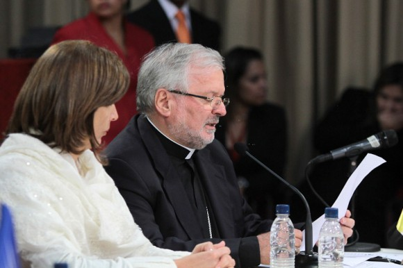 Nuncio Apostólico en Venezuela, Aldo Giordano, dando lectura a una carta enviada por el Papa Francisco. Foto: Prensa Miraflores