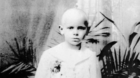 Esta imagen data de principios de los años 30 luego de que Karol Wojtyla recibiera la primera comunión. Foto: AFP