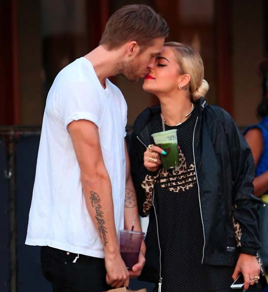 Rita Ora y Calvin Harrys, una pareda unida por la red social.