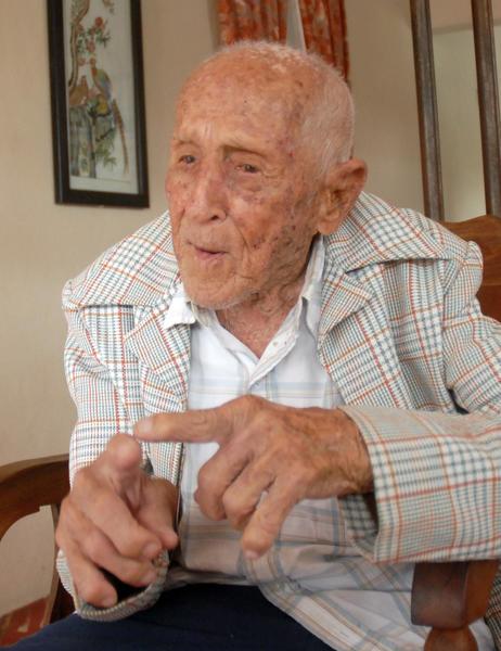 El anciano Segundo Pérez Álvarez, poblador de la comunidad espirituana de Meneses, en Sancti Spíritus, arriba este primero de Mayo a los 109 años de vida. 27 de abril de 2014. AIN FOTO/Oscar ALFONSO SOSA
