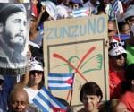 El ZunZuneo también llegó al Primero de Mayo. Esta es la respuesta del pueblo de Cuba. Foto: Ismael Francisco/ Cubadebate.