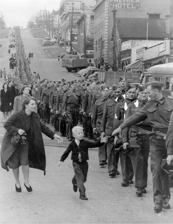 """Espérame papá"" obra de Claude P. Dettloff en New Westminster, Canada, en 1940"