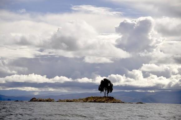 Cruce en balsa por Tiquina. Foto: Kaloian.