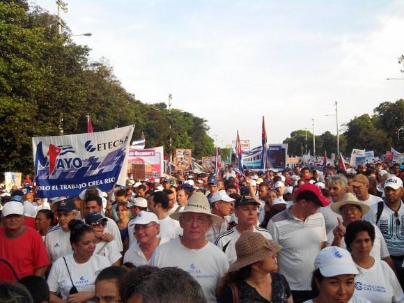 Desfilando en la Plaza de la Revolución. Foto: Néstor Madruga