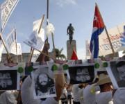 Desfile por el Primero de Mayo,  Día Internacional de los Trabajadores, en la plaza Ernesto Che Guevara, en Santa Clara, provincia Villa Clara, Cuba, el 1 de mayo de 2014.   AIN FOTO/Arelys María ECHEVARRIA RODRIGUEZ