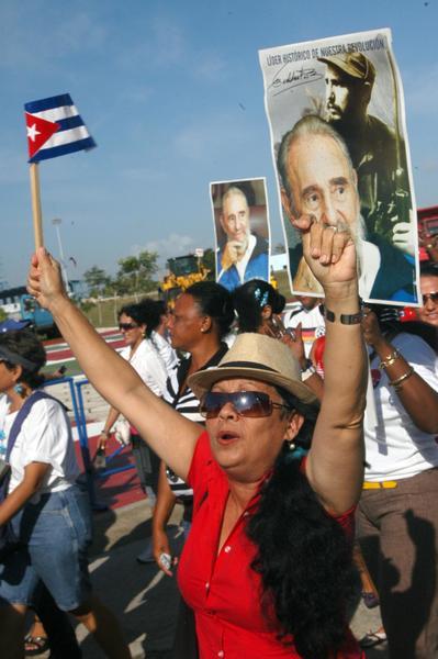 Desfile de los trabajadores por la plaza Máximo Gómez Báez, en la celebración del  Día Internacional del Proletariado, en Ciego de Ávila, Cuba, el 1ro. de mayo de 2014.  AIN FOTO/ Osvaldo GUTIÉRREZ GÓMEZ