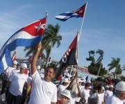 Trabajadores de la construcción desfilan por la plaza Máximo Gómez Báez, en la celebración del  Día Internacional del Proletariado, en Ciego de Ávila, Cuba, el 1ro. de mayo de 2014.  AIN FOTO/ Osvaldo GUTIÉRREZ GÓMEZ