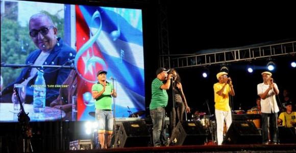 La agrupación musical cubana Yoruba Andabo, abrió el homenaje ofrecido a Juan Formell, fundador de Los Van Van y Premio Nacional de Música, en la Tribuna Antiimperialista José Martí, en La Habana, Cuba, el 3 de mayo de 2014.  AIN FOTO/Omara GARCÍA MEDEROS