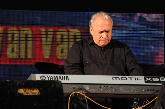 El pianista Frank Fernández, durante el homenaje ofrecido a Juan Formell, fundador de los Van Van y Premio Nacional de Música, en la Tribuna Antiimperialista José Martí, en La Habana, Cuba, el 3 de mayo de 2014.   AIN FOTO/Omara GARCÍA MEDEROS