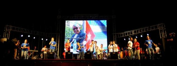 Niños de la compañía de teatro infantil La Colmenita, durante el homenaje ofrecido a Juan Formell, fundador de los Van Van y Premio Nacional de Música, en la Tribuna Antiimperialista José Martí, en La Habana, Cuba, el 3 de mayo de 2014.   AIN FOTO/Omara GARCÍA MEDEROS