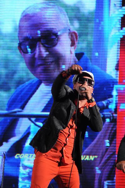 Ricardo Amaray, voz líder de la agrupación musical cubana Manolito Simonet y su Trabuco, durante el homenaje ofrecido a Juan Formell, fundador de los Van Van y Premio Nacional de Música, en la Tribuna Antiimperialista José Martí, en La Habana, Cuba, el 3 de mayo de 2014.   AIN FOTO/Omara GARCÍA MEDEROS