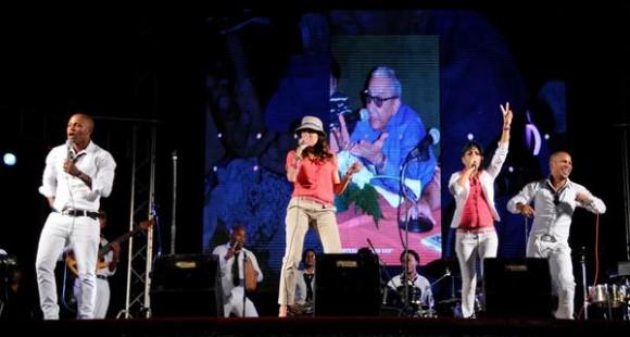 Integrantes de la agrupación musical cubana Bamboleo, durante el homenaje ofrecido a Juan Formell, fundador de los Van Van y Premio Nacional de Música, en la Tribuna Antiimperialista José Martí, en La Habana, Cuba, el 3 de mayo de 2014.    AIN FOTO/Omara GARCÍA MEDEROS