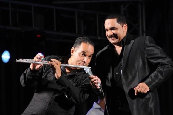 """Orlando Valle """"Maraca"""" (I) y Moisés Valle """"Yumurí"""", durante el homenaje ofrecido por los músicos cubanos a Juan Formell, en la Tribuna Antimperialista José Martí, en La Habana, Cuba, el 3 de mayo de 2014.    AIN FOTO/Omara GARCÍA MEDEROS"""