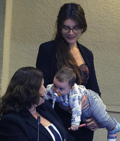 camila vallejo con su bebé