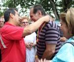 Adan Chavez condecora a Rene Gonzalez en Barinas