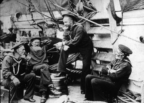 Marineros estadounidenses fotografiados durante la guerra española-estadounidense. Son de Dave Irlanda, Purdy, Tom Griffin y John King