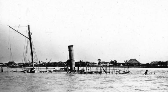 Una imagen de los restos del naufragio de la armada española Cebu transportador tomado alguna vez después de una batalla