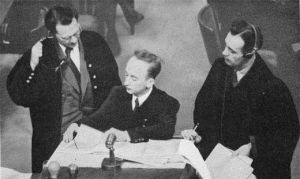 Ferencz, sentado durante el juicio. /MUSEO DEL HOLOCAUSTO (EE UU)