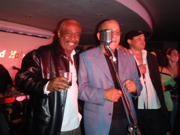 Con uno de los grandes de la música cubana. 2008. Foto: Divo Zayas