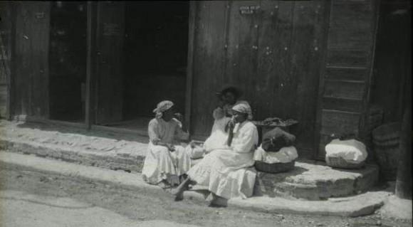 """Mujeres. Foto:  Del libro """"Cuba y los cubanos"""", de CUBA Y LOS CUBANOS de Erwin Kempton  y M. F. de Velasco."""