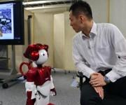 Emiew, un robot que hace bromas y analiza a las personas2