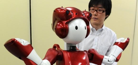 Emiew, un robot que hace bromas y analiza a las personas3