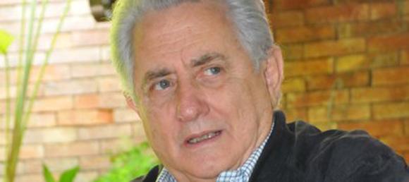 Henrique Salas Römer fue excandidato presidencial independiente en 1998 y exgobernador del estado Carabobo; luego de su derrota electoral ante el presidente Chávez ha estado implicado en varios planes desestabilizadores de la derecha orquestados desde Panamá.