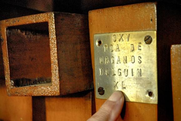 Cada órgano construido tiene un sello con un número que lo identifica, y así sale de la Fábrica de Instrumentos Musicales y Órganos Neumáticos, única de su tipo en Cuba, ubicada en la oriental ciudad de Holguín. FOTO/Juan Pablo Carreras