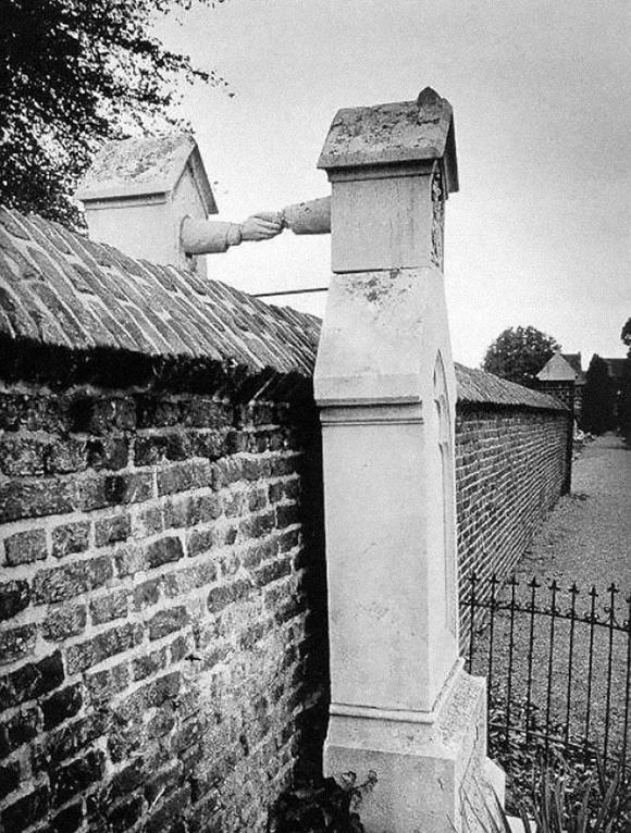 La tumba de una mujer católica junto a la de su marido protestante en Holanda, 1888