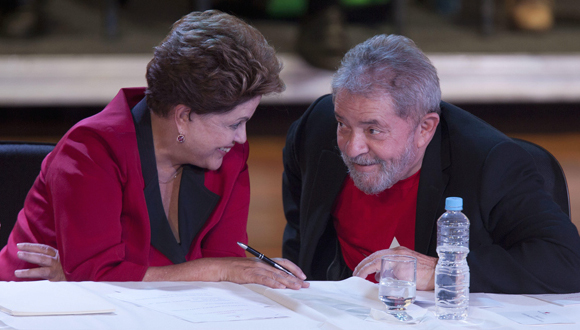 """""""Lula es el gran comandante del partido, de la campaña. Él trasciende cualquier organización funcional que creemos en la campaña"""", resaltó Falcão, quien durante la apertura del Encuentro del PT pidió la """"formalización"""" de la candidatura de Rousseff."""