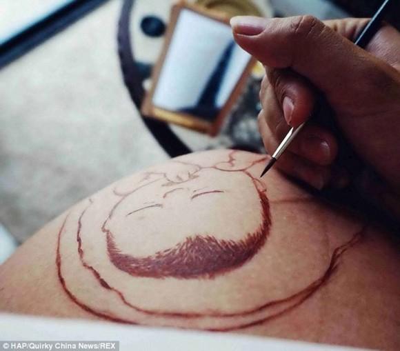Mujeres embarazadas muestran obra de arte en su barriga7