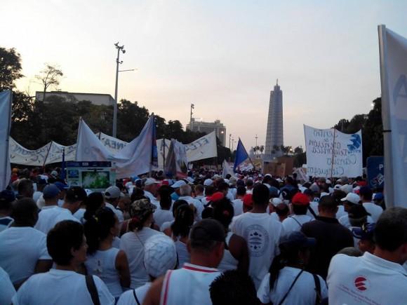 Comienza el desfile en La Habana. Foto: Néstor Madruga/Publicada en Facebook