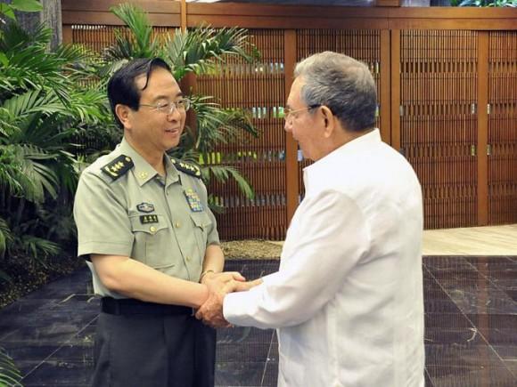 Saludó Raúl al Coronel General Fang Fenghui. Foto: Estudios Revolución.