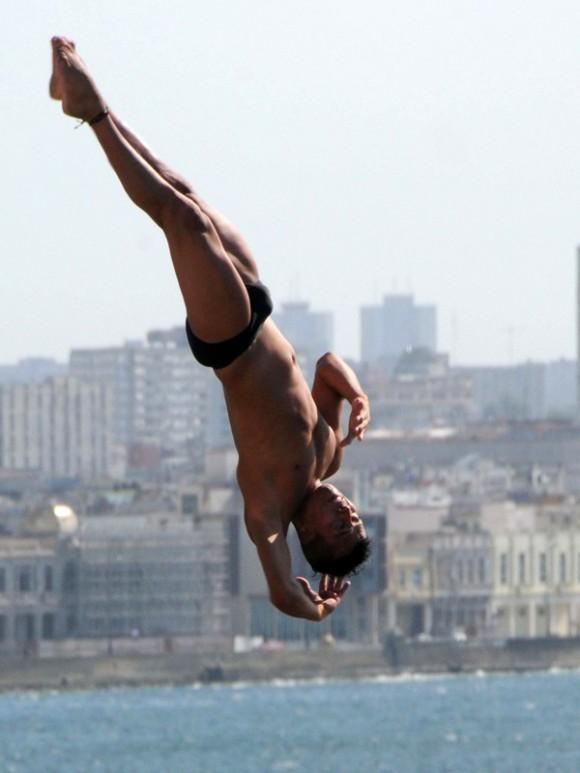 Sesión de prácticas de la sexta temporada de la Serie Mundial de Cliff Diving, con sede en el Castillo del Morro, de La Habana, Cuba