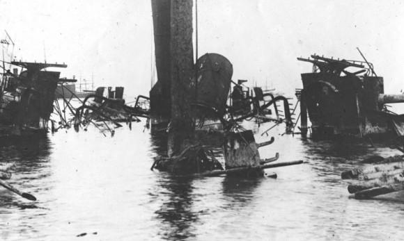 El crucero español, el Castilla, se perdió en la batalla de la bahía de Manila, con 25 hombres muertos y 80 heridos