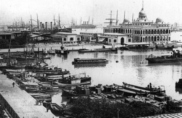 Esta imagen de la flota española en el Canal de Suez fue una de muchas descubierto en el almacenamiento en la Historia Naval y el Comando de la Herencia