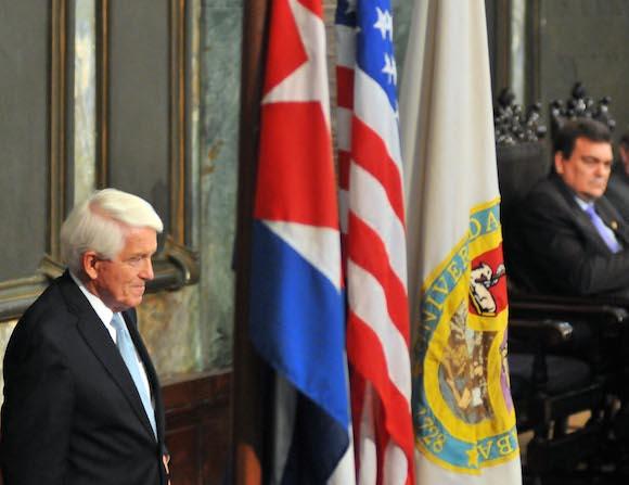Thomas J. Donohue, presidente de la Cámara de Comercio de Estados Unidos en una conferencia en la universidad de La Habana durante su más reciente visita a Cuba. Foto: Ricardo López Hevia/ Diario Granma