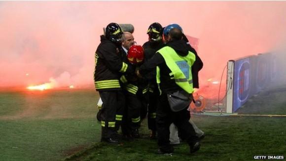 El inicio del partido se retrasó media hora por los disturbios. Foto: BBC