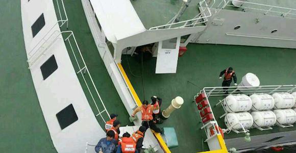 Grupos de salvamento tras el naufragio. Foto: EFE