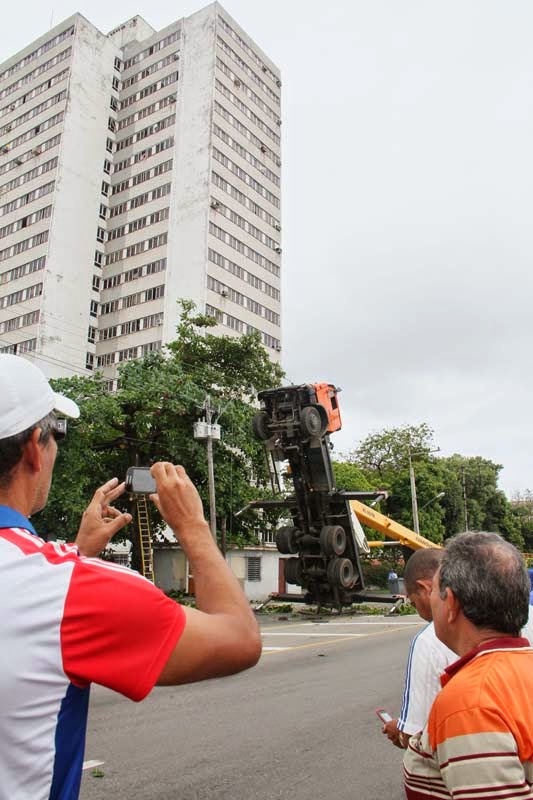 Accidente en Infanta y Manglar. Foto: Juvenal Balán/ Granma
