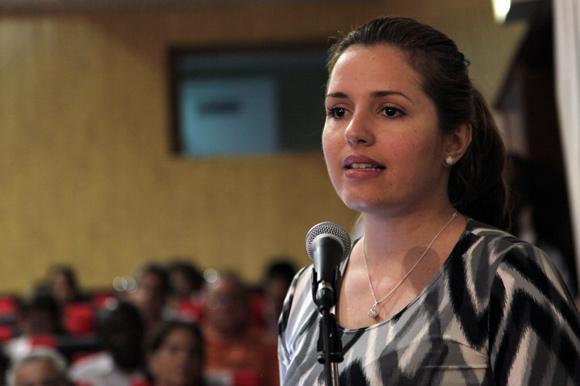 """Cristina Escobar en Audiencia  """"Los Cinco, la guerra mediática y la subversión contra Cuba"""". Foto: Ismael Francisco/Cubadebate."""