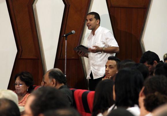 """Yoerkys Sanchez en Audiencia  """"Los Cinco, la guerra mediática y la subversión contra Cuba"""". Foto: Ismael Francisco/Cubadebate."""