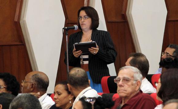 """Belkys Perez Cruz en Audiencia  """"Los Cinco, la guerra mediática y la subversión contra Cuba"""". Foto: Ismael Francisco/Cubadebate."""