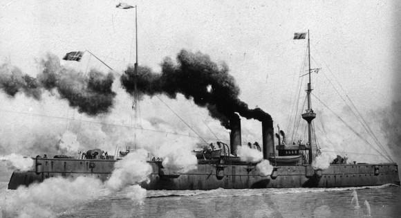 El U.S.S. Raleigh en acción en 1898.