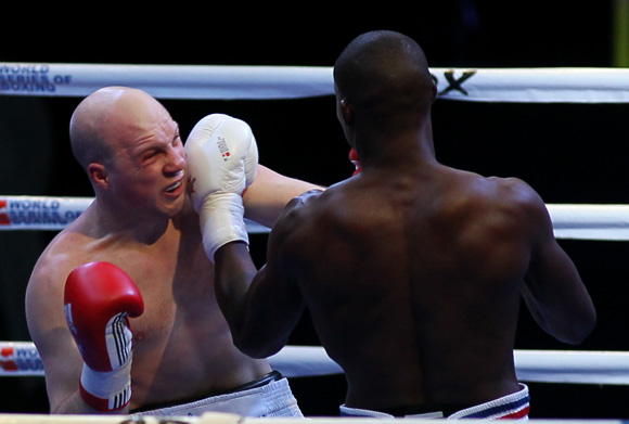 Julio Cesar la Cruz le gano a Aleksander Kholyanisev en los 81 kg. Foto: Ismael Francisco/Cubadebate.