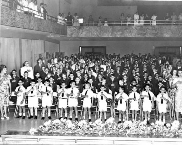 Ceremonia de graduación de Kindergarten en La Habana, Cuba. Foto: Autor desconocido.